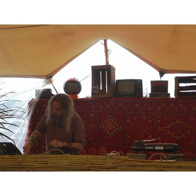 Andrew Weatherall nailing it, brining dub reggae to Marrakech @beat_hotel