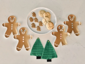 Click here to find these sweet  gingerbread men  plates and festive  tree napkins !