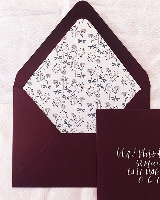 peony liners and claret envelopes 🥀 did you know I'm booking for fall and winter 2018? reach out to me at hello@alicianapierkowski.com and let's chat! 💌 ⠀⠀⠀⠀⠀⠀⠀⠀⠀ ——⠀⠀⠀⠀⠀⠀⠀⠀⠀ ⠀⠀⠀⠀⠀⠀⠀⠀⠀ ⠀⠀⠀⠀⠀⠀⠀⠀⠀ ⠀⠀⠀⠀⠀⠀⠀⠀⠀ ⠀⠀⠀⠀⠀⠀⠀⠀⠀ ⠀⠀⠀⠀⠀⠀⠀⠀⠀ #Handlettering #calligraphy #lettersbylash #lettering #letteringleague #calligstagram #handlettered #artist #moderncalligraphy #thedailytype #calligrapher  #connecticutwedding  #calligraphylove #calligrafriends  #bridal #handletteredlove #goodtype #weddingstationery #weddingseason #ctweddings #weddingvendor #weddingcalligraphy #cardsandpockets #fallwedding #envelopeaddressing #envelopecalligraphy #claret #envelopeliner #winterwedding