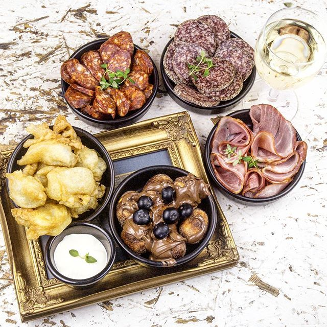Some of your after work favourites: home-made smoked sausage, paprikás salami, smoked tarja ham, fried pickles and fried gnocchi filled with nutella. So many small plates to choose from @thebudapestbar 😋