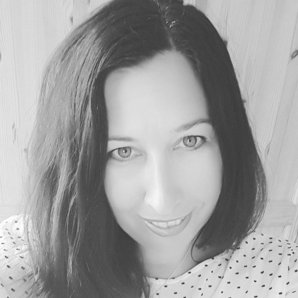 JANE PIERCE – Social Media -