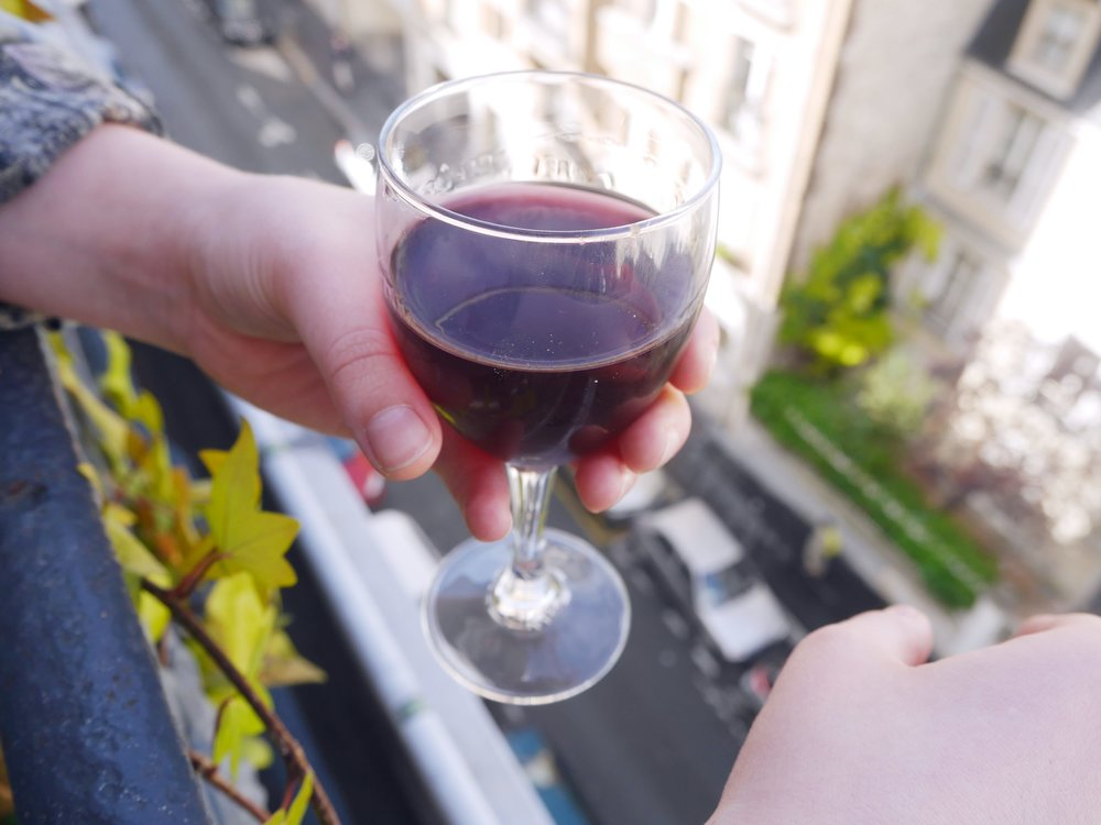 wine-drinking-paris