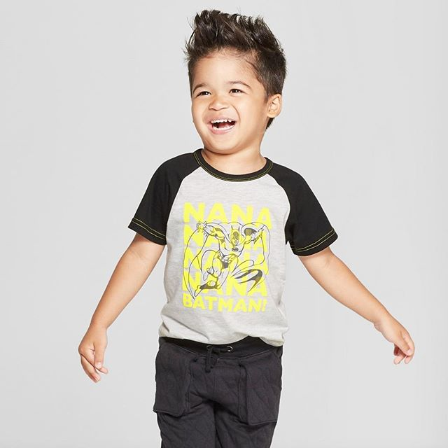 Nananananananana BATMAN! Get your little crime fighter this DC Comics Batman graphic tee now on Target.com! Click the link in our bio to purchase. 🦇👊🏻💥 #Batman #DC #dccomics #warnerbros #toddlerboy #toddler #graphictees #tshirt #apparel #clothing #childrenswear #fashion #trends #fashiontrends #fashionkids #ootd #kids #kidsstyle #style #fashionkidsoftheday #fashionkidsofinstagram #momlife #momsofinstagram #momswithkids