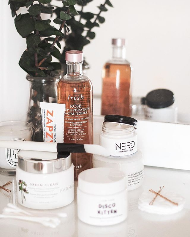 Yesterday, I shared a handful of skincare products that have recently saved the day for me, including @zapzyt's Acne Treatment Gel which is an absolute miracle worker (get yours here: http://primp.in/8itOVNdb8u). If you're struggling with any skin problems, this is definitely a post you'll want to check out. (link in profile) ✨ | ad