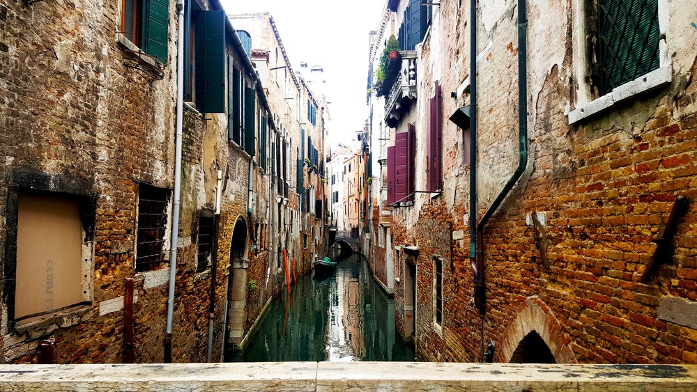 narrow-canal2.jpg