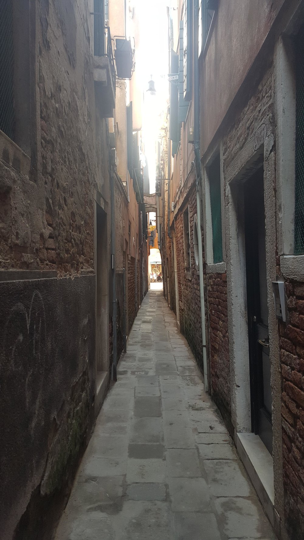 narrow-street2.jpg