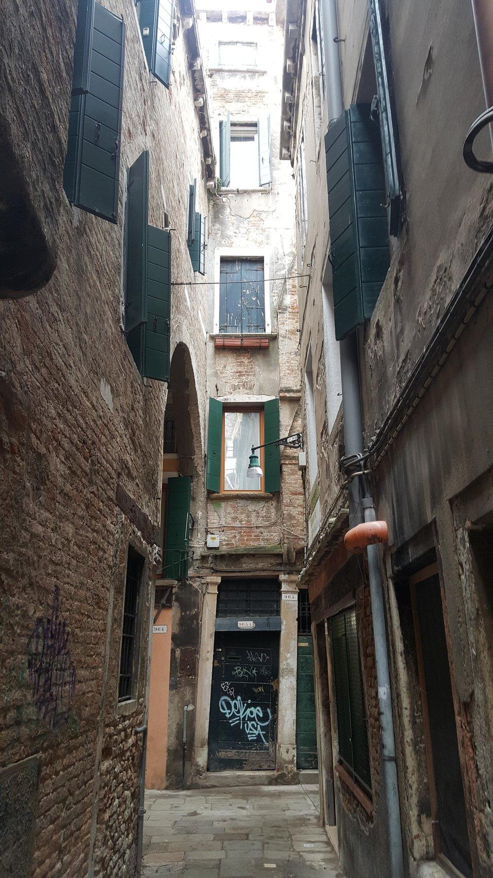 narrow-streets.jpg