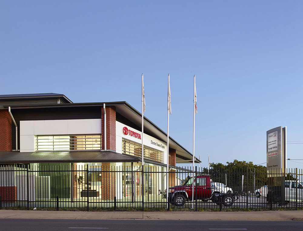 Guymer-bailey-architects-Toyota-Charters-Towers_03.jpg