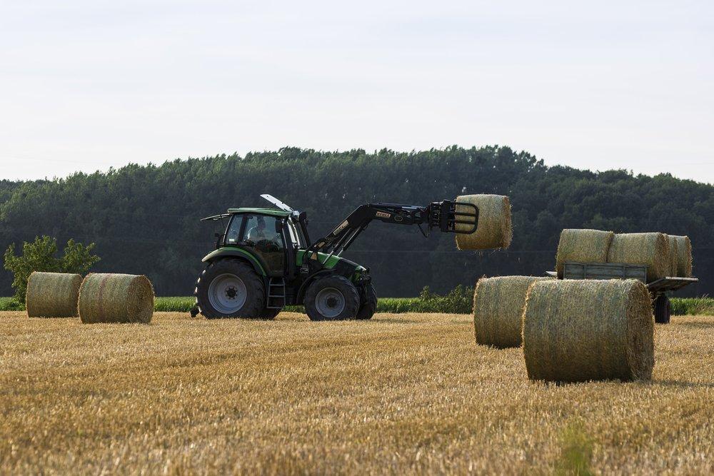 tractor-1580367_1920.jpg