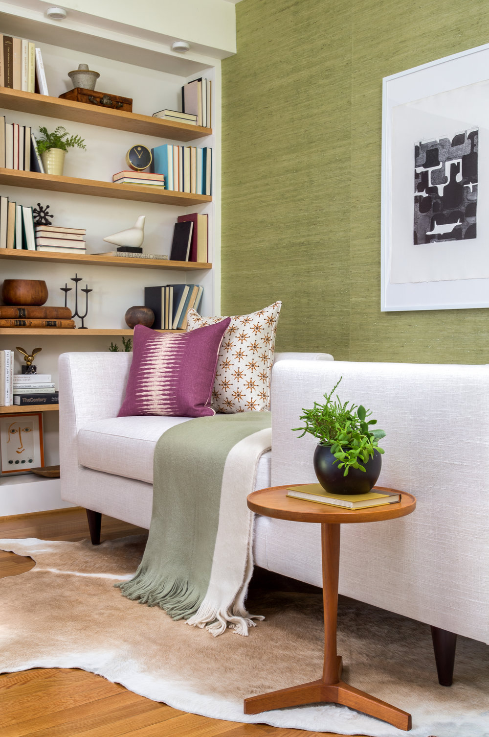 The neutral, mid-century style of the design was complemented by curated items original to that era, provided by  Caribe Casual .  Photo by  Jenn Verrier .