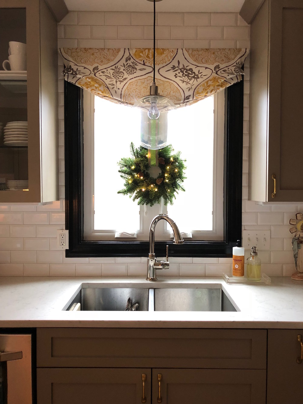 Alison Giese Interiors Holiday Kitchen.jpg