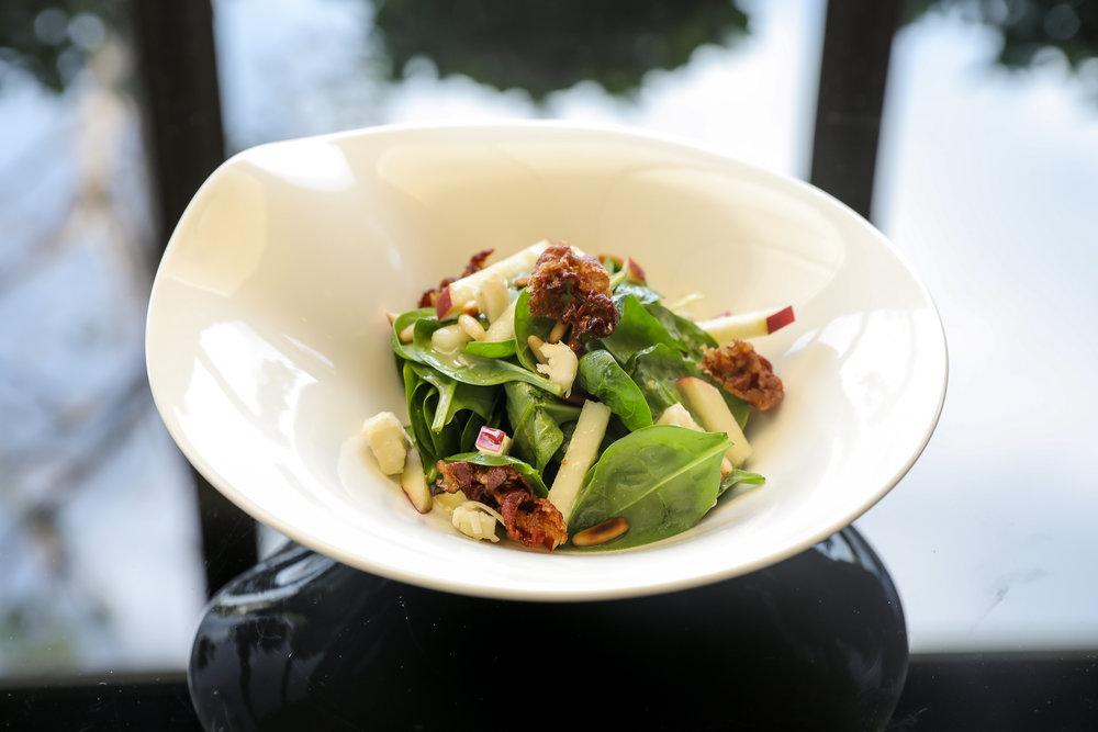 3._Baby_spinach,_hazelnuts,_veal_bacon,_peanuts,gorgonzola[1].jpg
