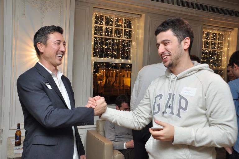 Crossover CEO'su Andy Tryba ve Şeref Acet 10 Aralık'ta İstanbul'da düzenlenen Happy Hour etkinliğinde.