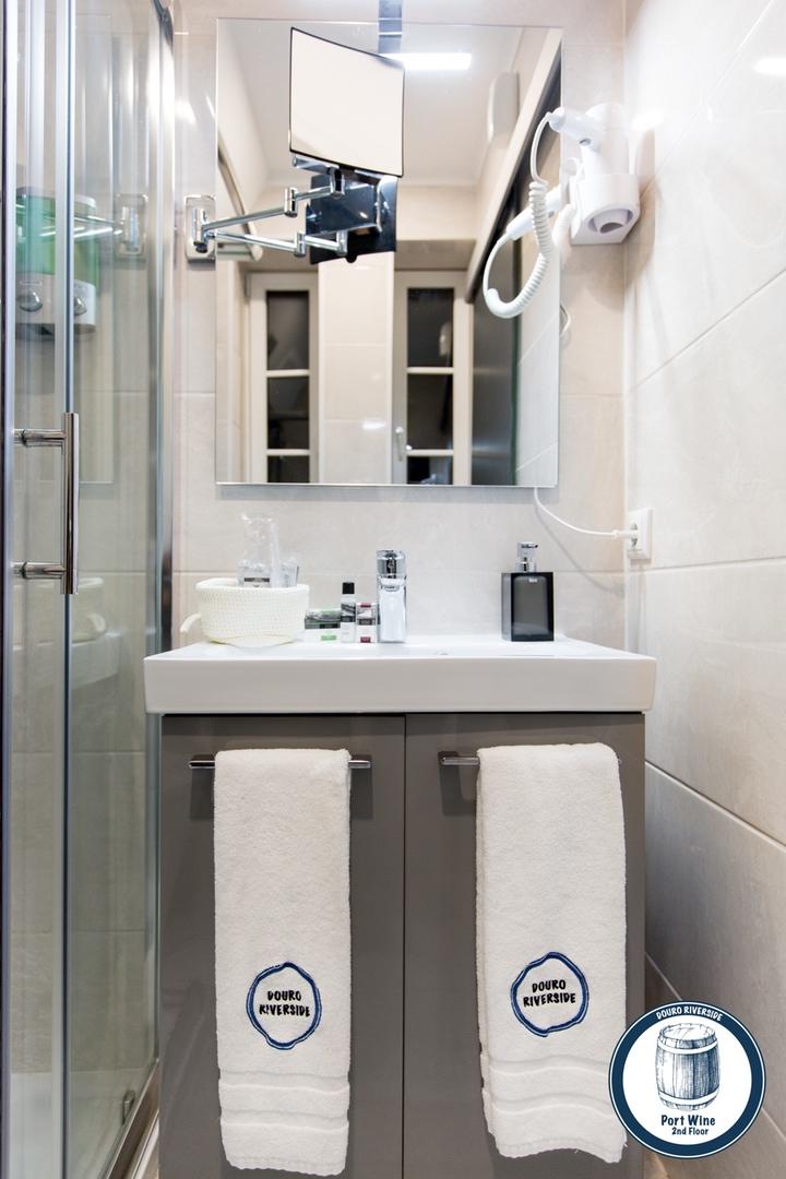 13. Douro Riverside - Port Wine (Bathroom Amenities).jpg