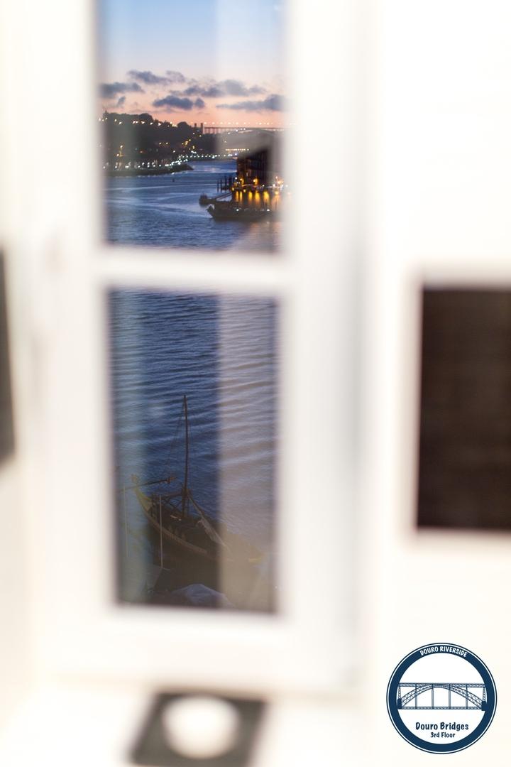 13. Douro Riverside - Douro Bridges (Bathroom View).jpg