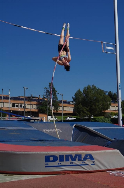 "WLTF athlete Sophie Dowson achieving a great ""on pole"" position during warm weather training"