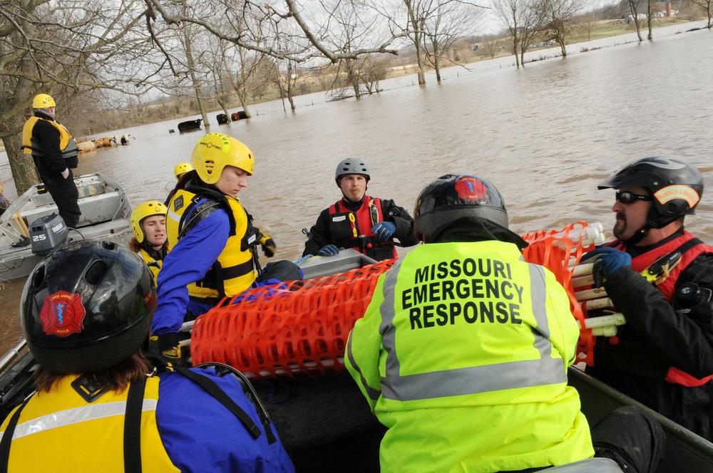 FEMA_-_34527_-_Members_of_the_Missouri_Emergency_Response_Service_team_in_Missouri.jpg