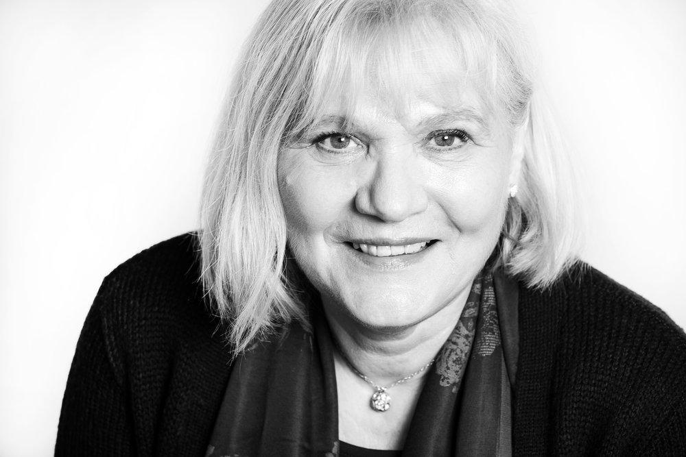 Schwarz-Weiß Porträt Karin Schrader