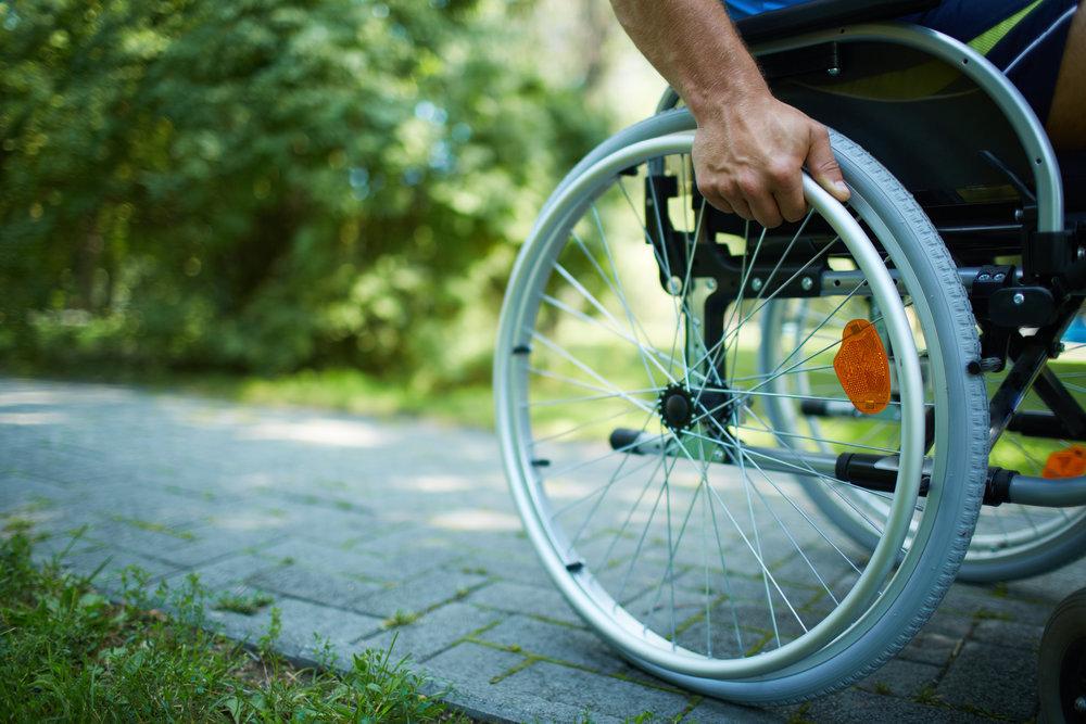 Rollstuhlfahrer - colourbox