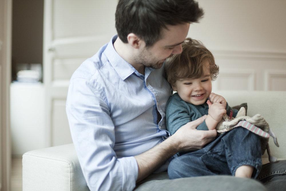 Vater mit Kind -© Sandro Di Carlo Darsa / AltoPress / MAXPPP
