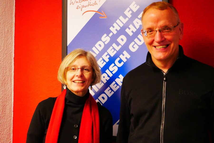 Regina Kopp-Herr MdL und Peter Struck (Aids-Hilfe Bielefeld e.V.)