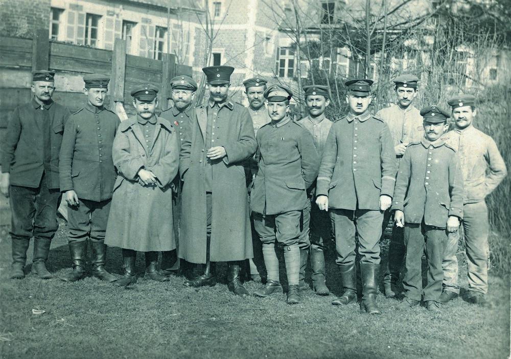 Soldaten aus Bielefeld 1917 Sammlung Wibbing   Bielefelder Soldaten im Ersten Weltkrieg: ihr Einsatz endete mit dem Waffenstillstand vom 11. November 1918. (Sammlung Wibbing)