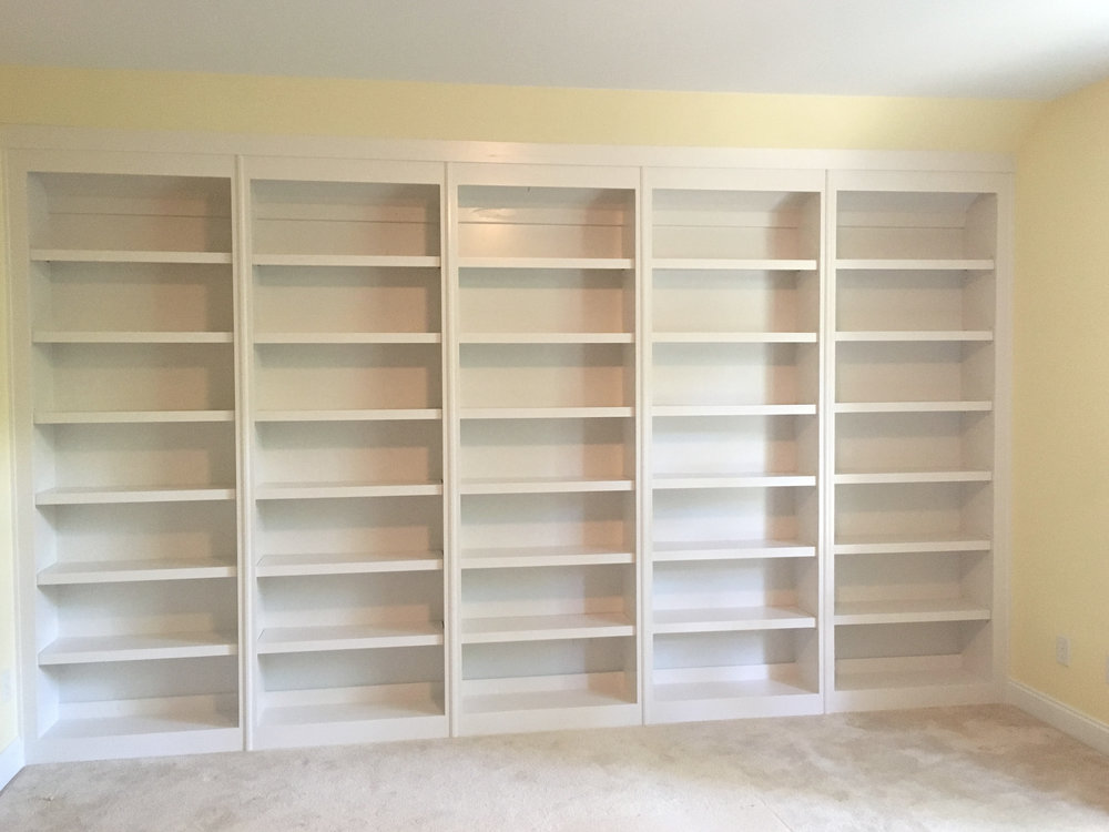 Bookcase with Molding Detail Face Frame