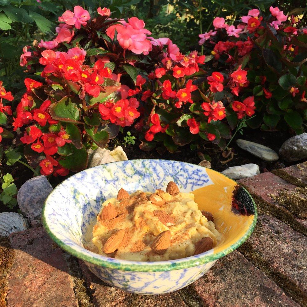 Mango Maca Smoothie Bowl