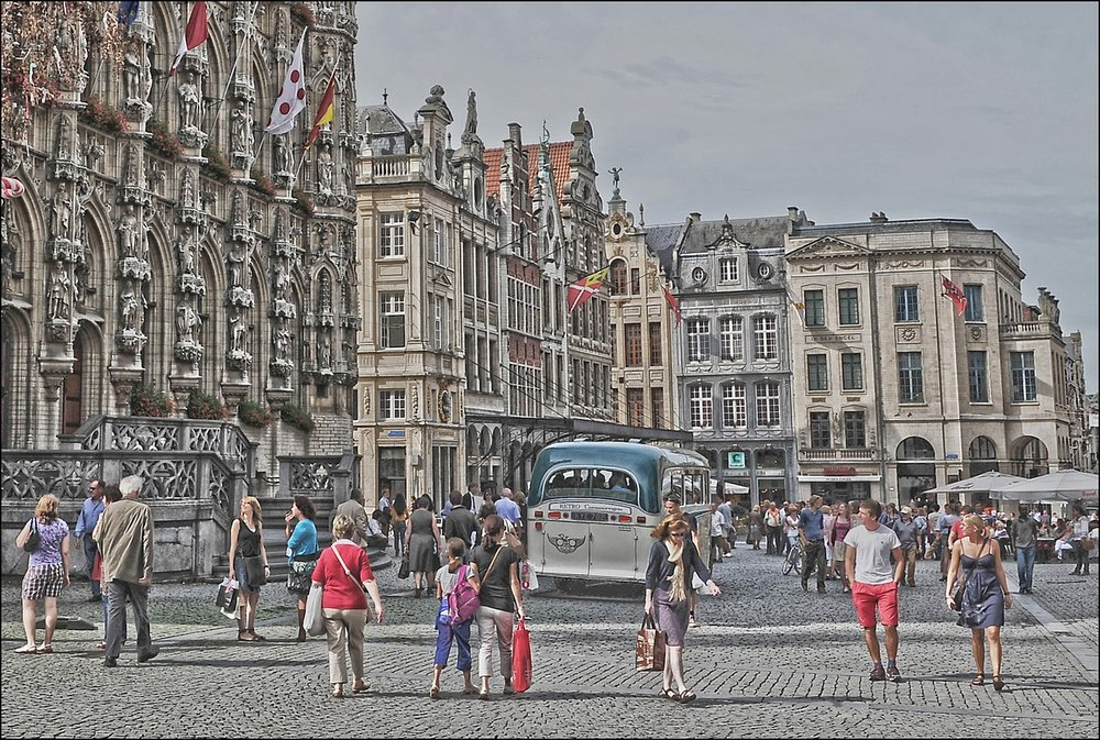 - Orchestrating a trip for a larger group takes skill and precision. Let us help you. We have Group Travel Specialists who are great at negotiating, reserving and arranging everything. From group trips or conferences to multi-generation family trips and educational destinations, we have travel specialists who can handle everything and allow you to focus on the real purpose of the getaway, whether that is group productivity or group fun, but hopefully a big dose of both.