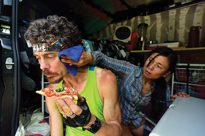 Vegan Pizza break. (Image. Luis Escobar. Runner's World)