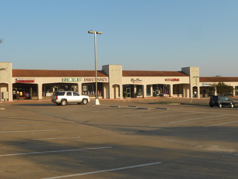 Briarcrest Shopping Center BRIARCREST DR. BRYAN, TX 77802
