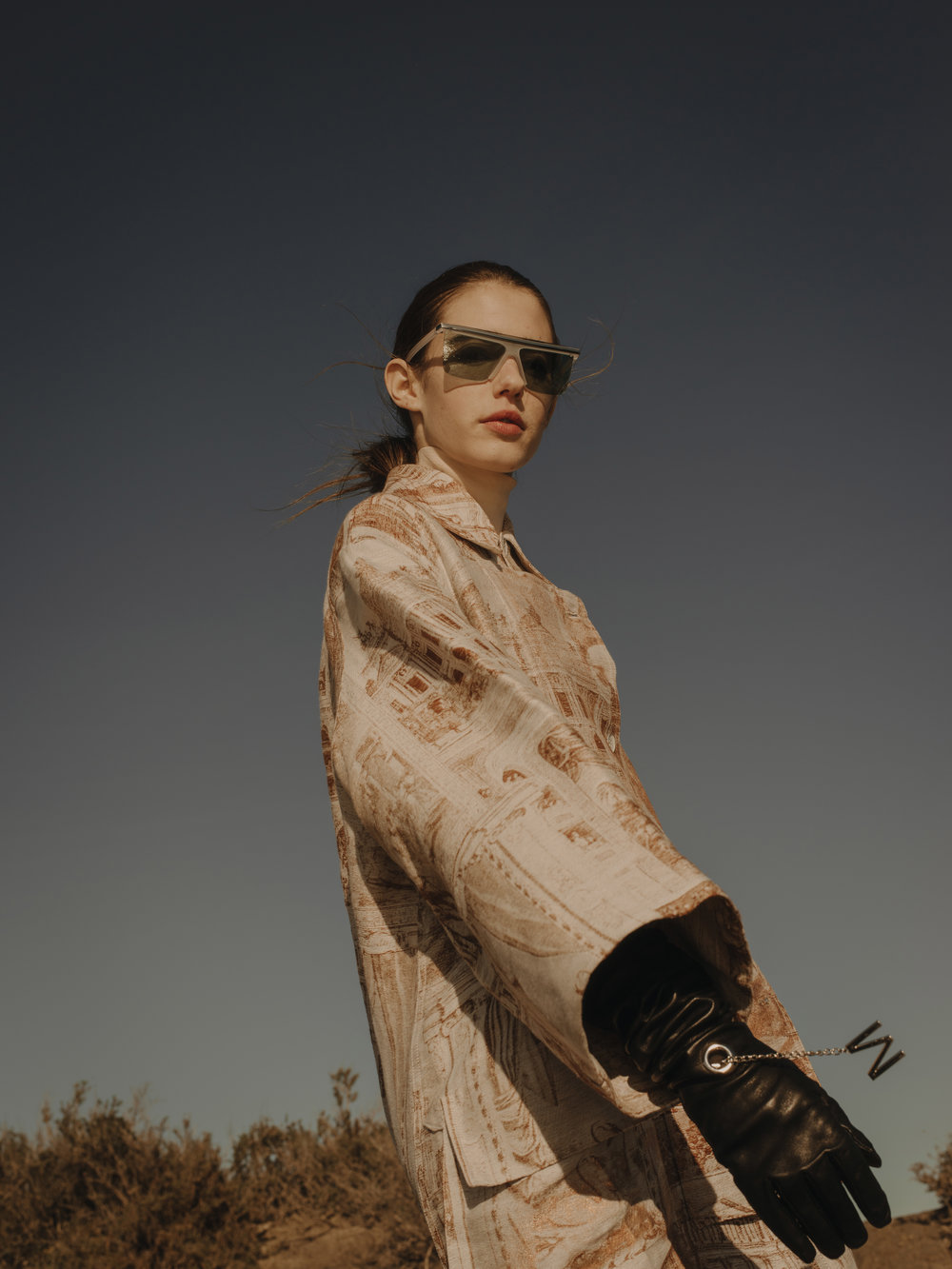 Coat  ACNE STUDIOS    Turtleneck  LANVIN    Gloves  ROUGE MARGOT    Sunglasses  KENZO