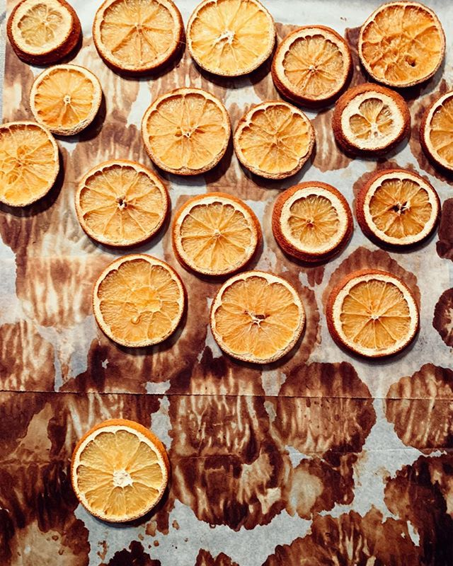 Slowing down this weekend was good for the soul. We managed to get a Christmas tree before the rain hit and made some homemade ornaments like these little nuggets! So looking forward to celebrating advent this season.  #oranges #ornaments #christmas #decorating #advent #beholdenlife #slowdown #slowliving #family