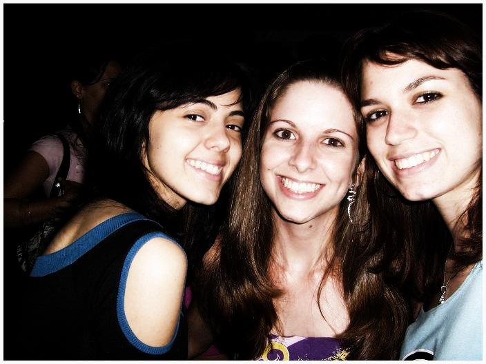 Camila, Michele e Paula na primeira semana de aula da faculdade de Arquitetura.