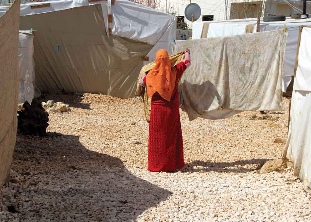 Orange+Syrian+woman+with+beige+laundry.jpg