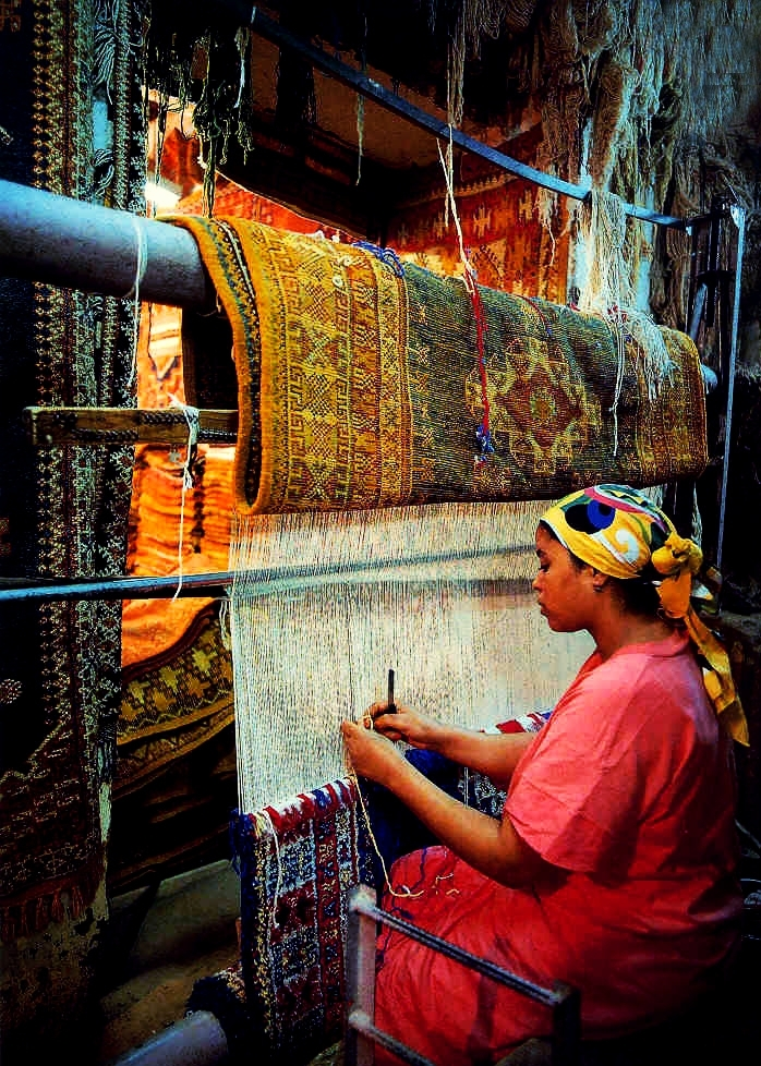 woman-weaving-berber-carpet.jpeg