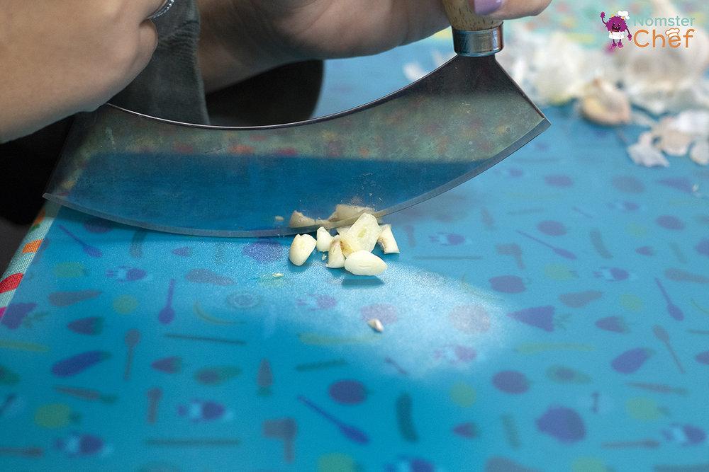 Kitchen_Vocabulary_Garlic-Cloves_Edamame Dip_37 copy.jpg