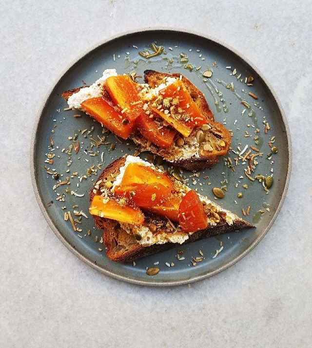 Persimmon toast with ricotta, pumpkin seeds and Old Bank honey 👌🏼