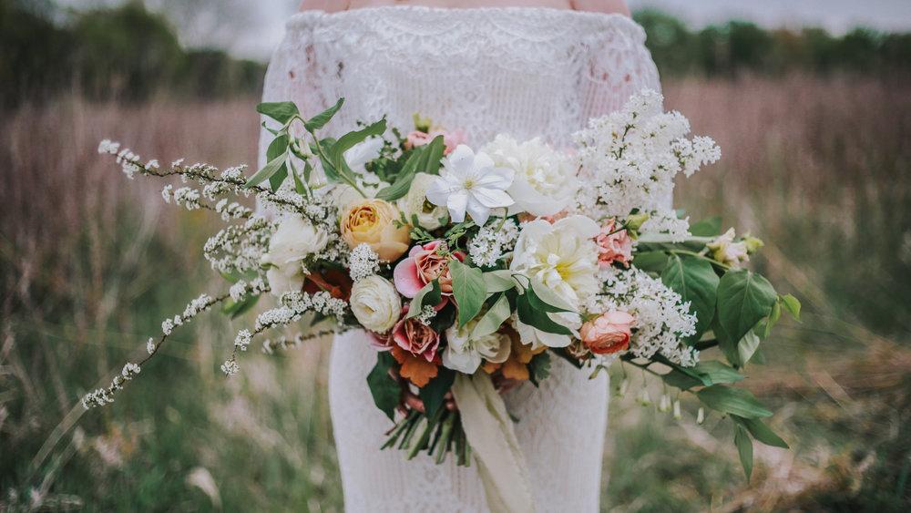 wedding boquet iowa wedding photographer