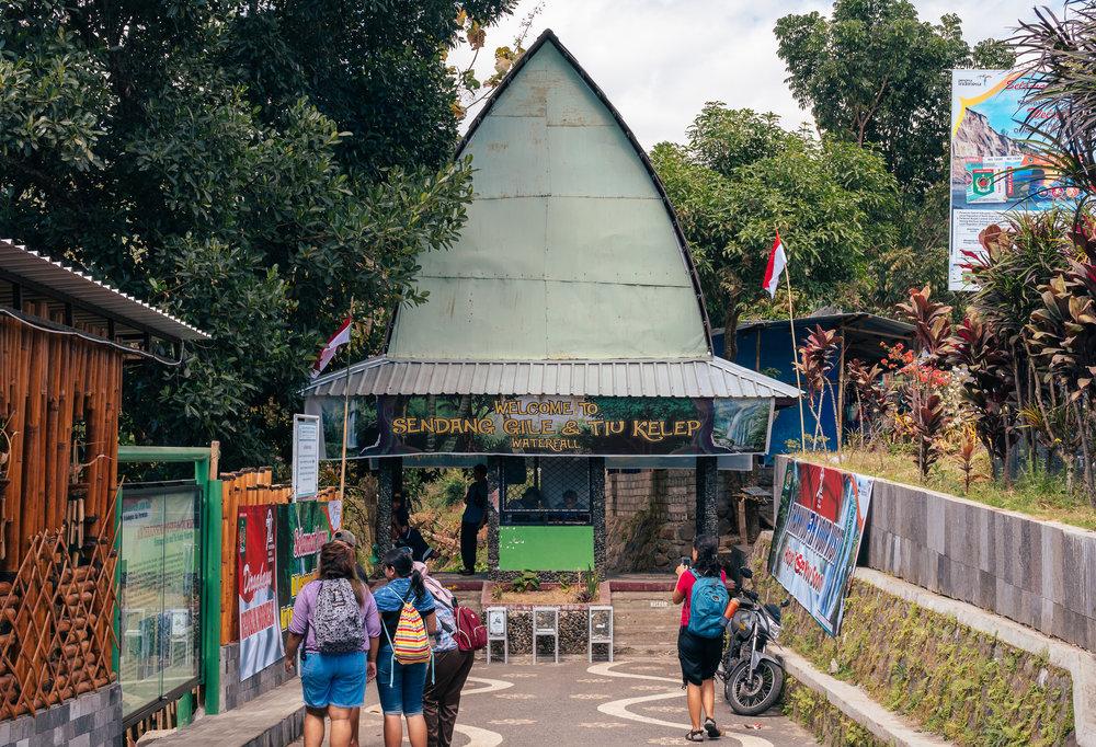 Entrance to Sendang Gile and Tiu Kelep Waterfall
