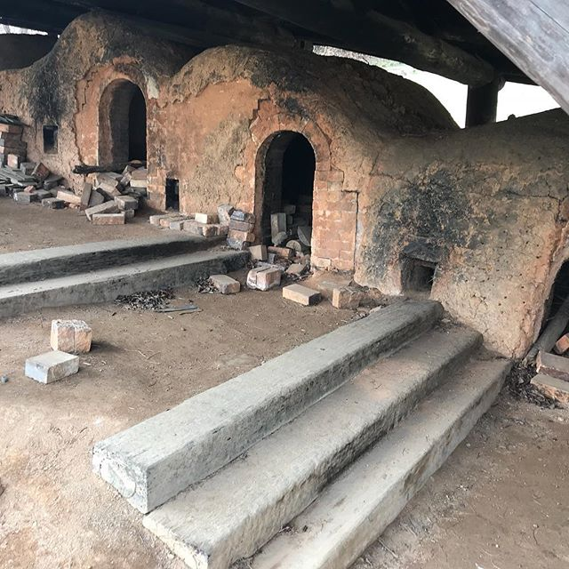 New stude update: still waiting on plumbing and the concrete to be pored. No official date for open doors. Soooo to keep you tied over until then, here's a way cool pic of what Gangjin Kilns look like (traditional wood fire Korean kilns) 🔥. . 📷:@anna_yuhkyung