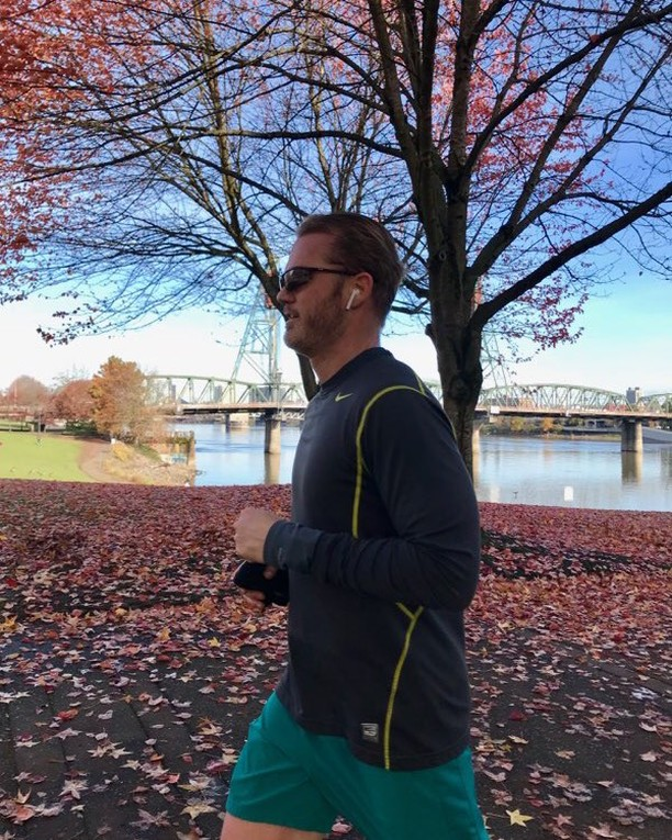 Started the weekend off with a 6 mile run on a crisp and beautiful fall morning with @aka.madelyn. #onrunning #portland #running #pdx