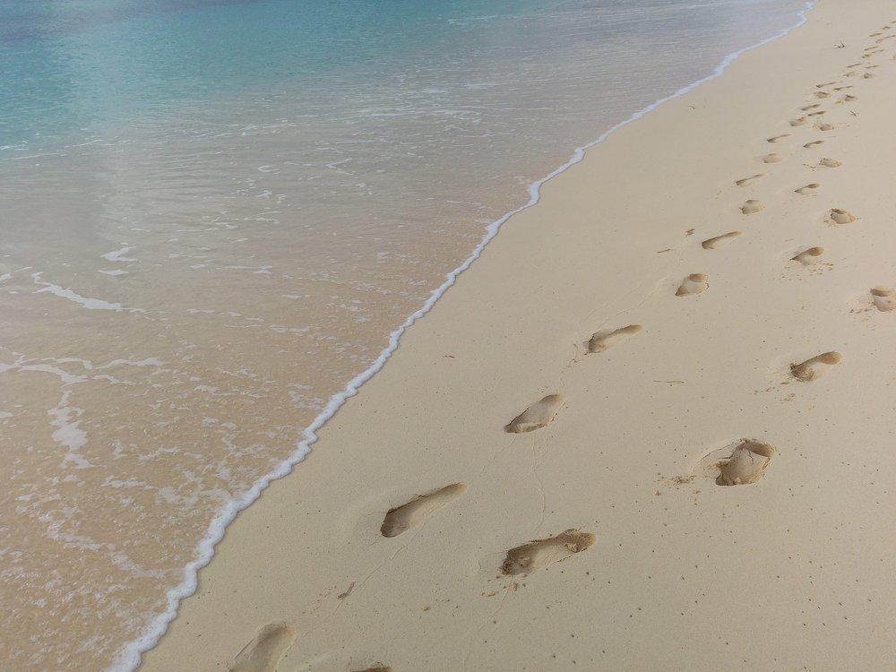 footprints-1145883_1920.jpg