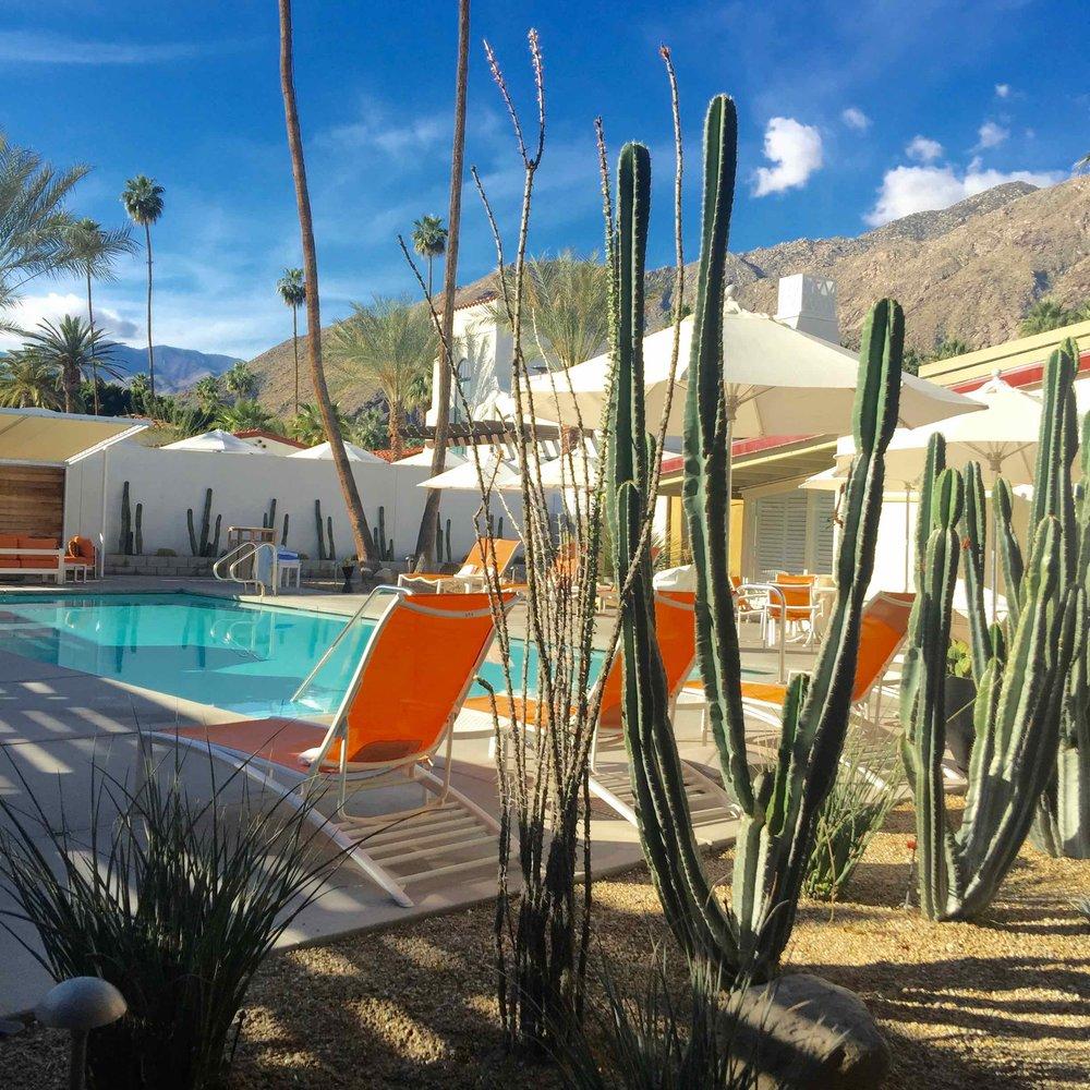 Del Marcos Hotel - courtyard pool area