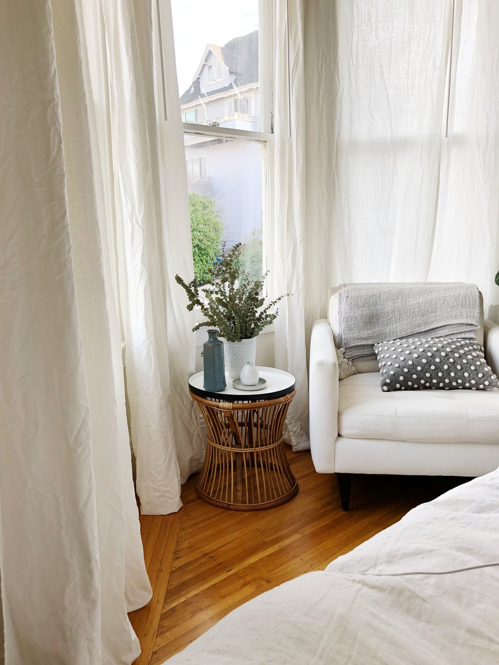 how to hang blackout curtains on a bay window eliza kern design. Black Bedroom Furniture Sets. Home Design Ideas