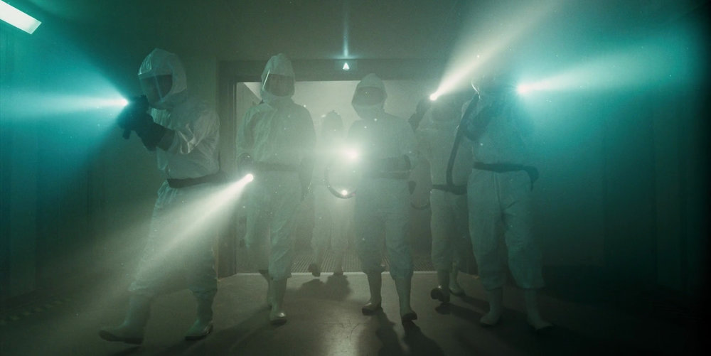 Stranger_Things_1x01_–_Hawkins_Lab_Scientists_Flashlights.jpg