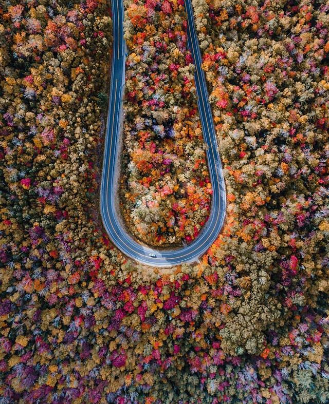 These shots get us every time! Check out the fall colors from #NewHampshire by @ryanresatka  #postcardworthy #dronestagram #dronephotography #autumn #roadtrip