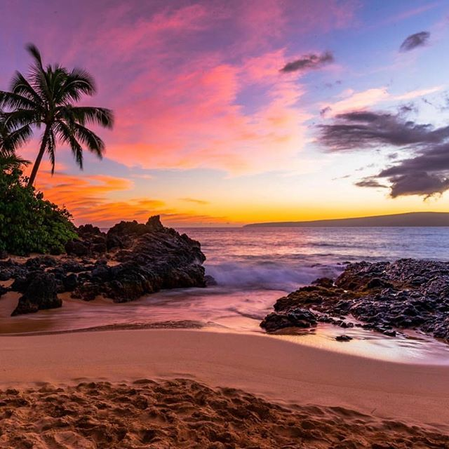 Today's #postcardworthy shot is from #Maui by @bbrusalv  #paradise #hawaii #beach #beachlife #postcardoutfitters #wanderlust #explore