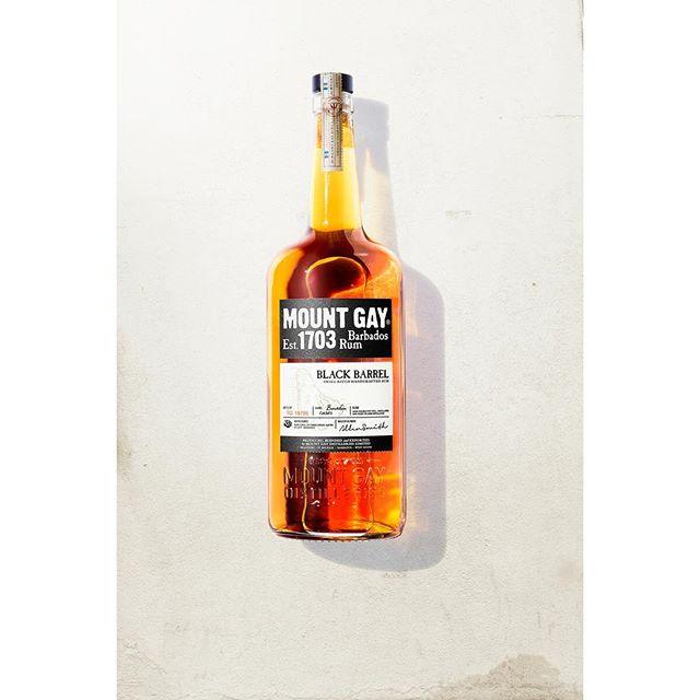 📷 @erikalapresto  #retouching #product #sunlit #mountgay  #rum #highlights #shadows
