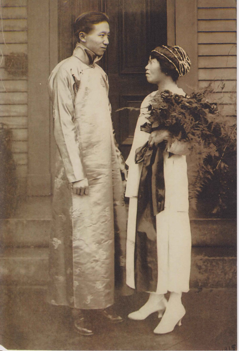 Yang-Mo Kuo and Wai-Tsu New in 1918. Courtesy of Sheila Guo (Yang-Mo Kuo's granddaughter) .